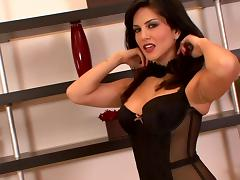 Sunny Leone in lingerie teases big tits and pussy in solo model clip