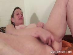 Mature vibrating her craving pussy