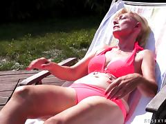 Hot younger blonde eat's a very mature woman's vintage pussy
