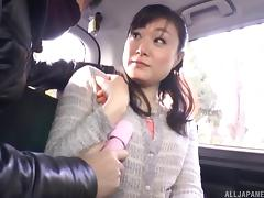 Horny guy wants to check out her pussy right there on the back seat