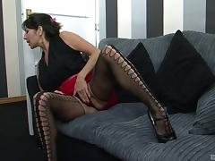 Experienced chick Tara Holiday loves playing with a big dick