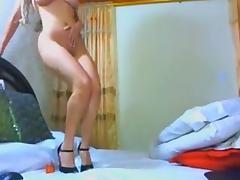 BRAZILIAN SEX BOMB LOVES HER DILDO