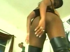 Black Chick Pussy Shaving And Fingered