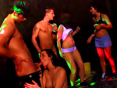 Teen party becomes a lusty orgy