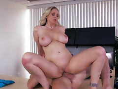 Johnny Sins is fukcing sweet pussy of milf Julia Ann