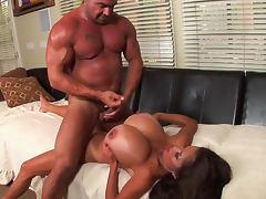 Big titted babe Minka is making a nice titjob