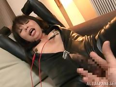 japanese milf in latex gets her nipples shocked