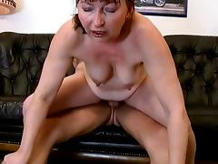 Mature lady is fucking just like back in the days
