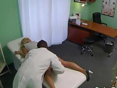 Doctor vibrates the pussy of a blonde patient